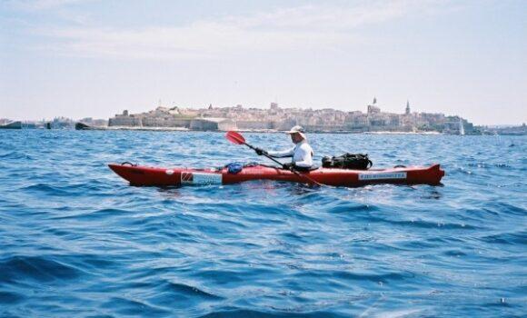 Malta 2007 – wyprawa kajakiem na Maltę bydgoskiego podróżnika Wojciecha Jazdona sponsorowana przez International House